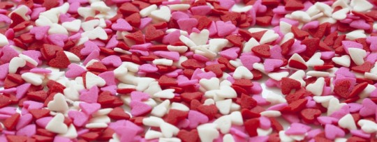 hearts_background_red_pink_white_love_valentine_day-695413-e1550147728182